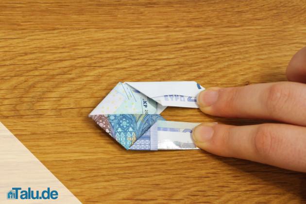 Geldschein zu einem Fisch falten