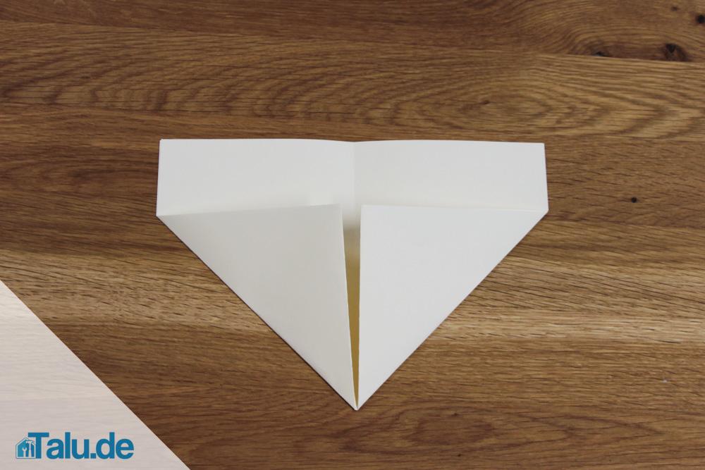 Papierschiff falten