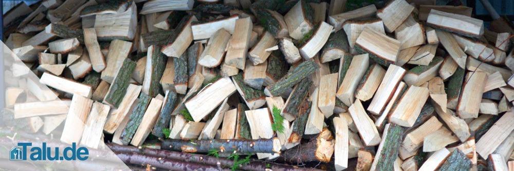 Chaotische Holzlagerung