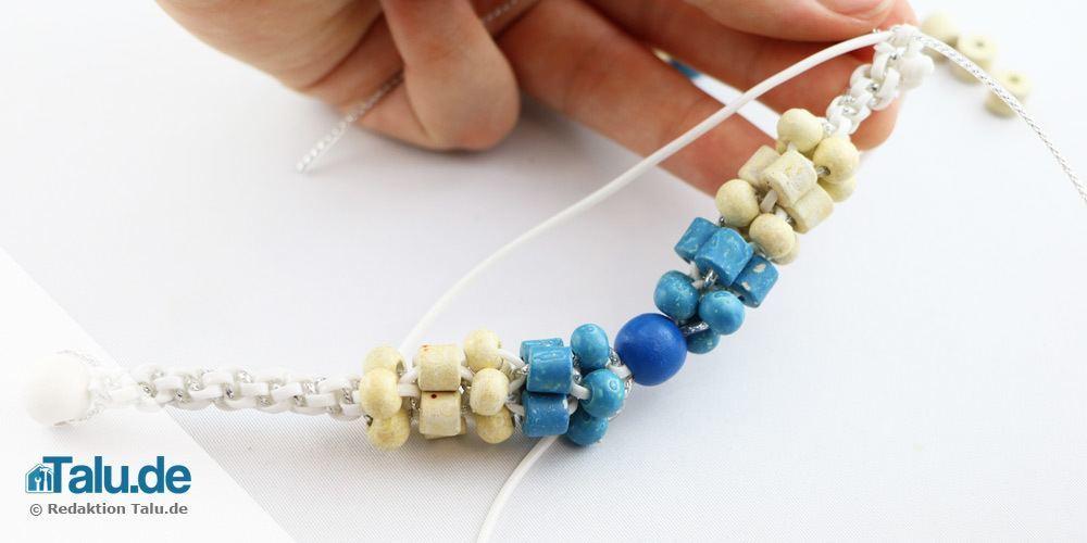 Scoubidou-Armband mit Perlen flechten