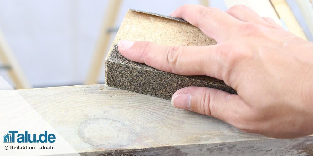 Lack mit Sandpapier entfernen
