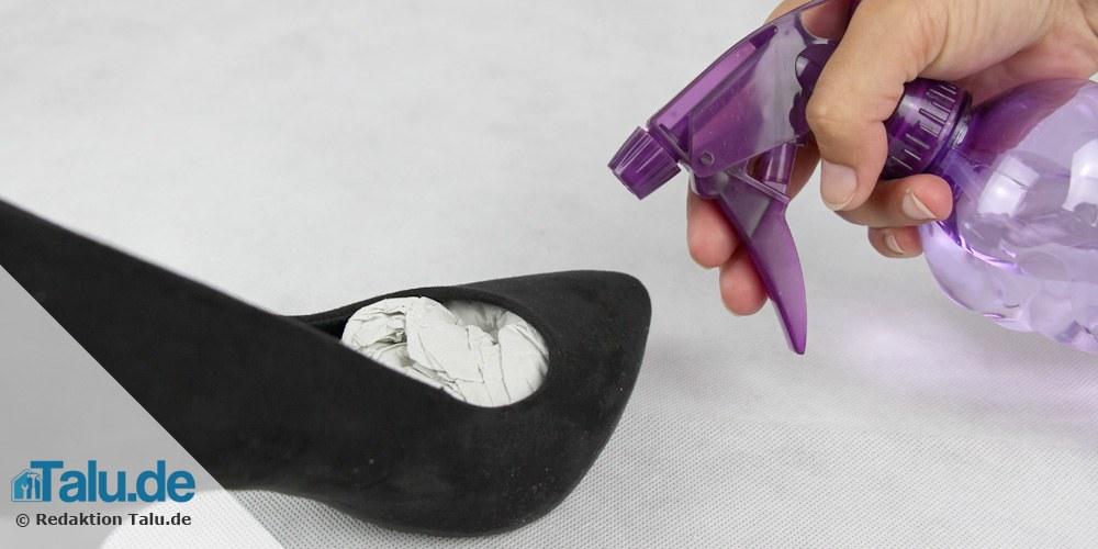 Schuhe anfeuchten