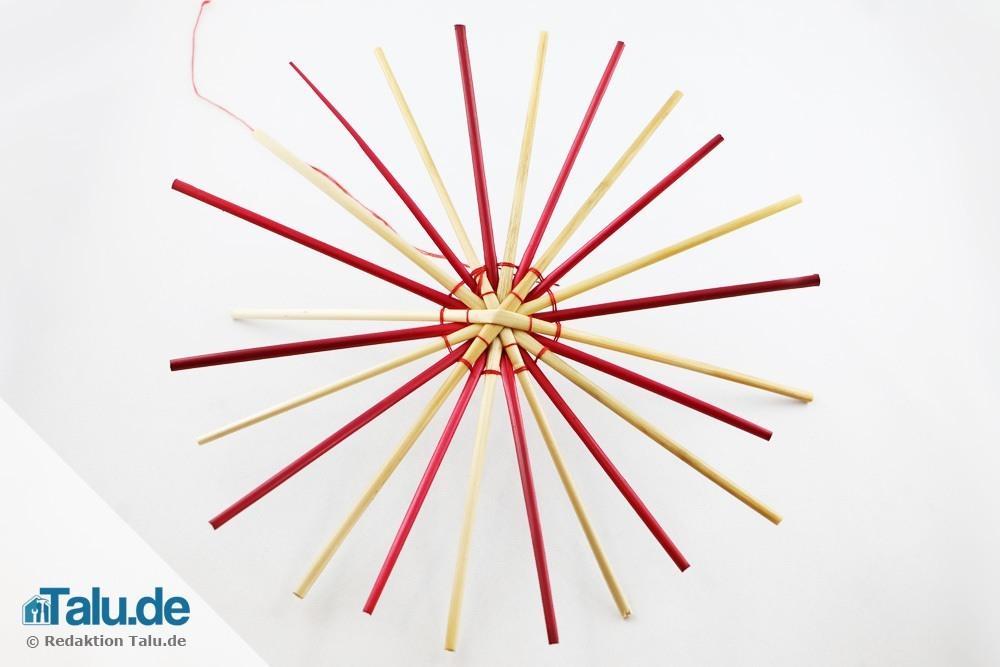 strohsterne-basteln-zweifarbiger-strohstern-04