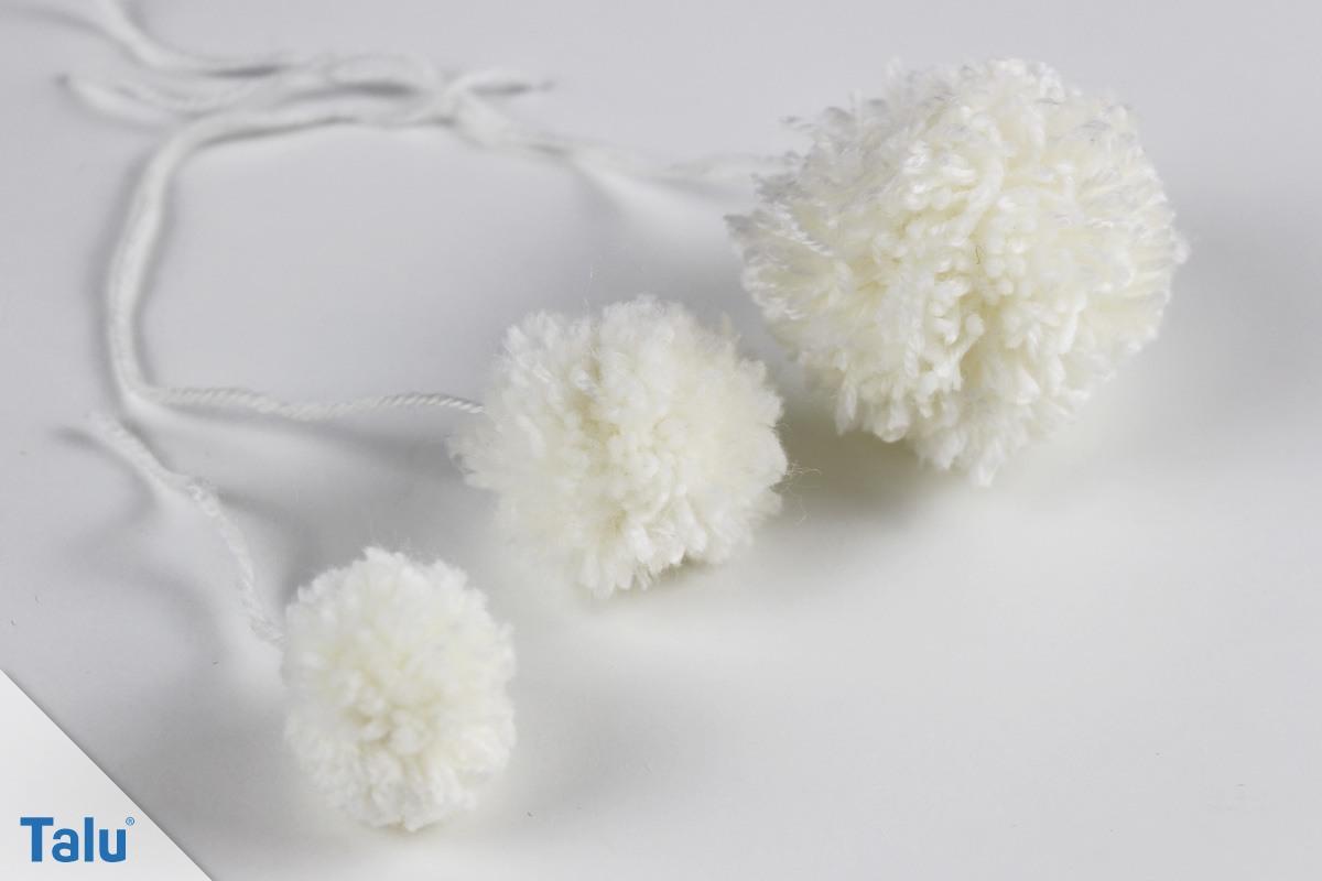 Weiße Bommeln