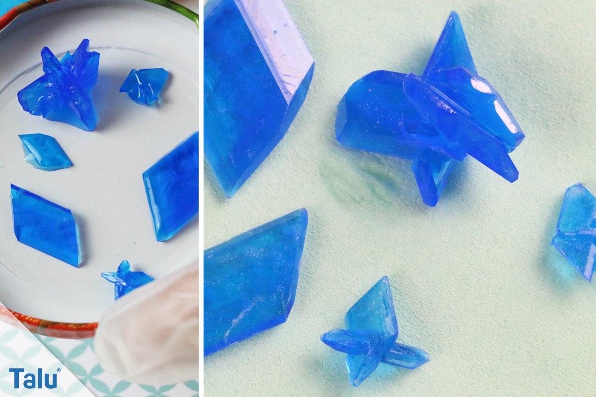 Gezüchtete Kristalle aus Kupfersulfat