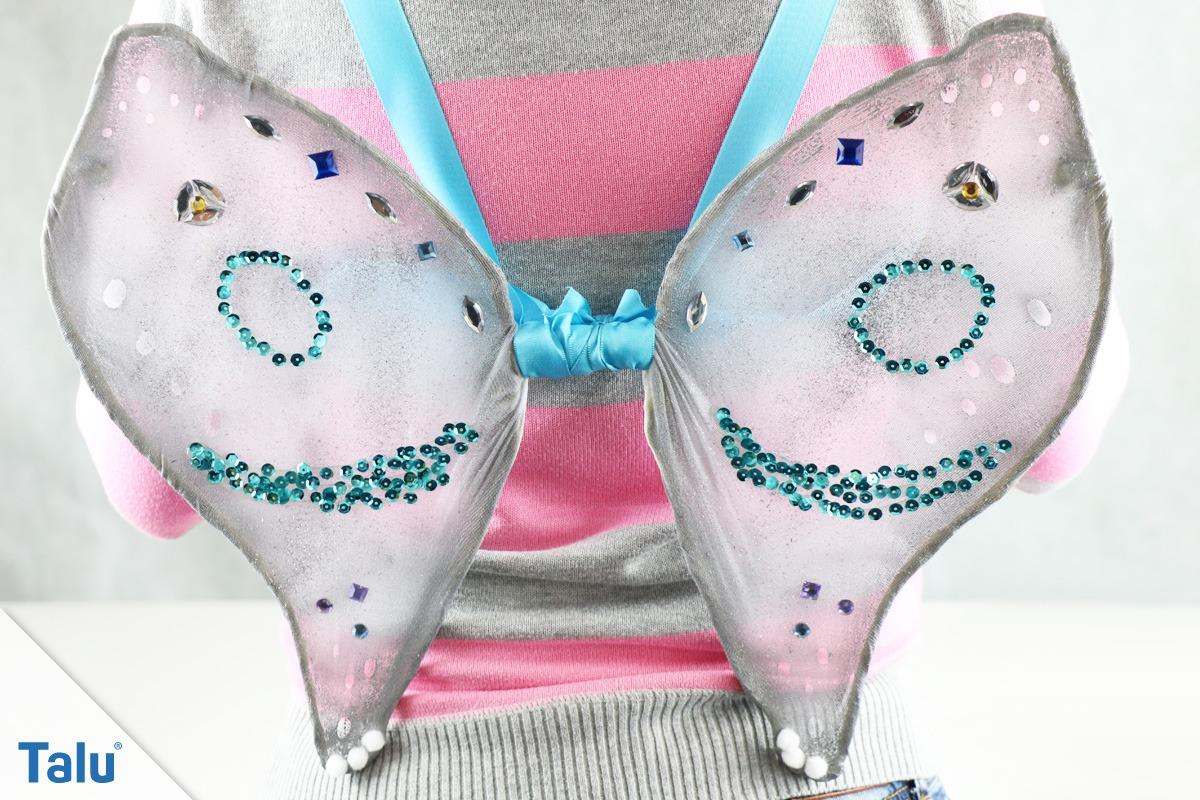 Flügel aus Drahkleiderbügeln