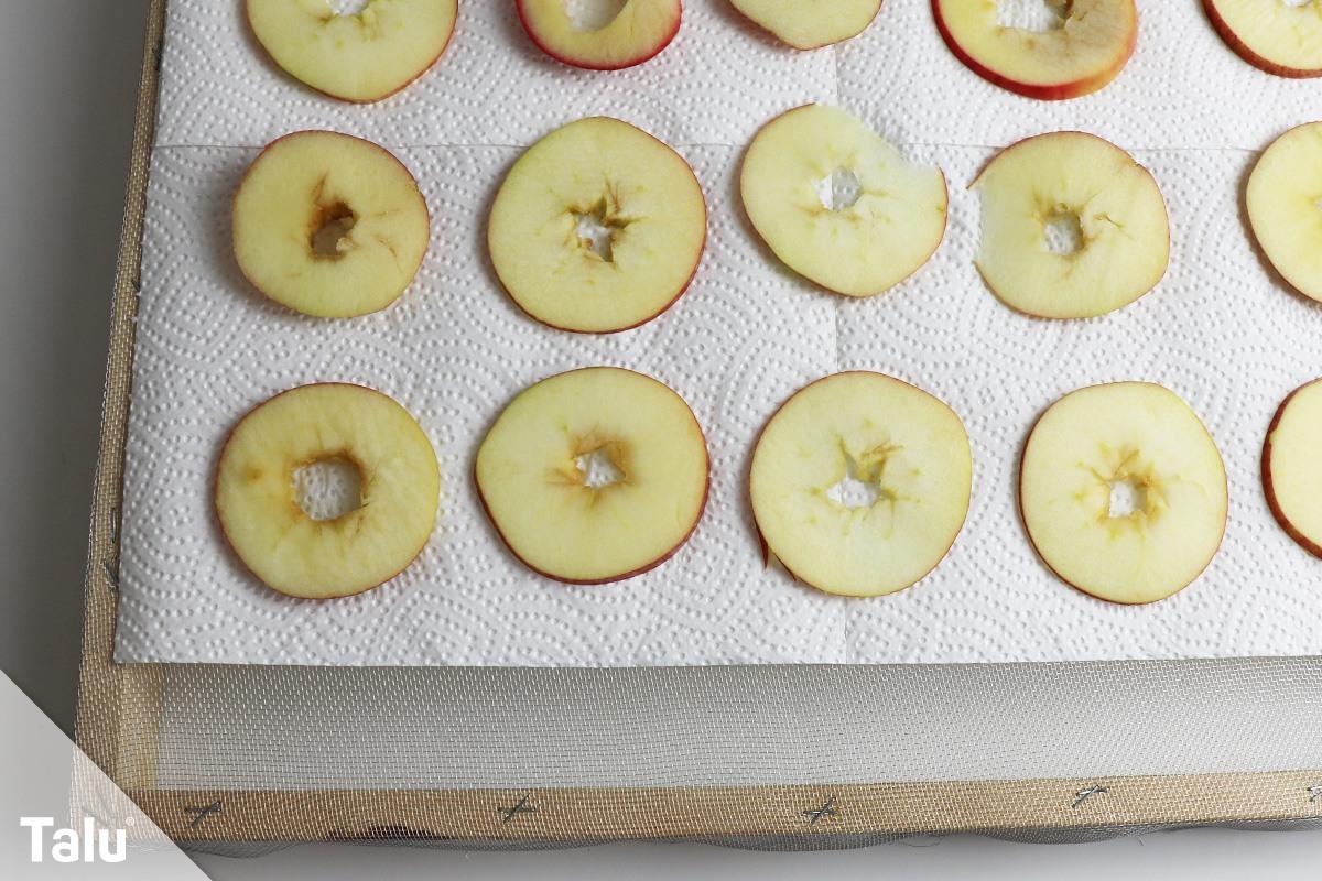 Apfelringe auf Dörrgitter
