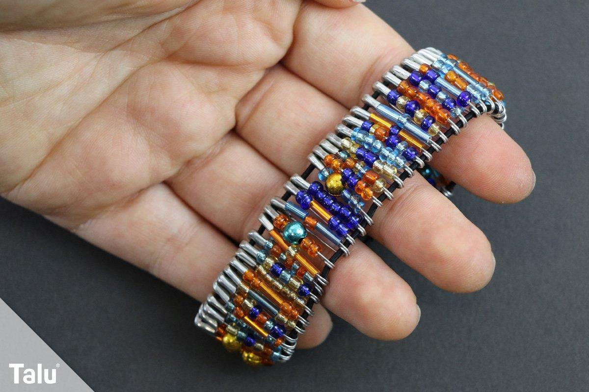 Rocailles-Armband mit Sicherheitsnadeln