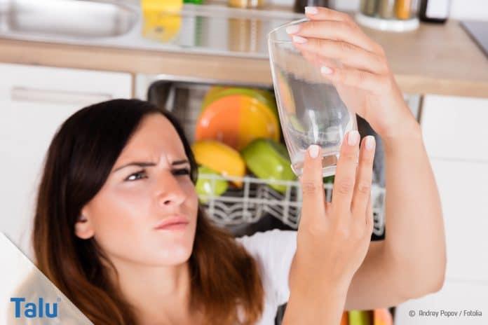 Milchige Gläser reinigen
