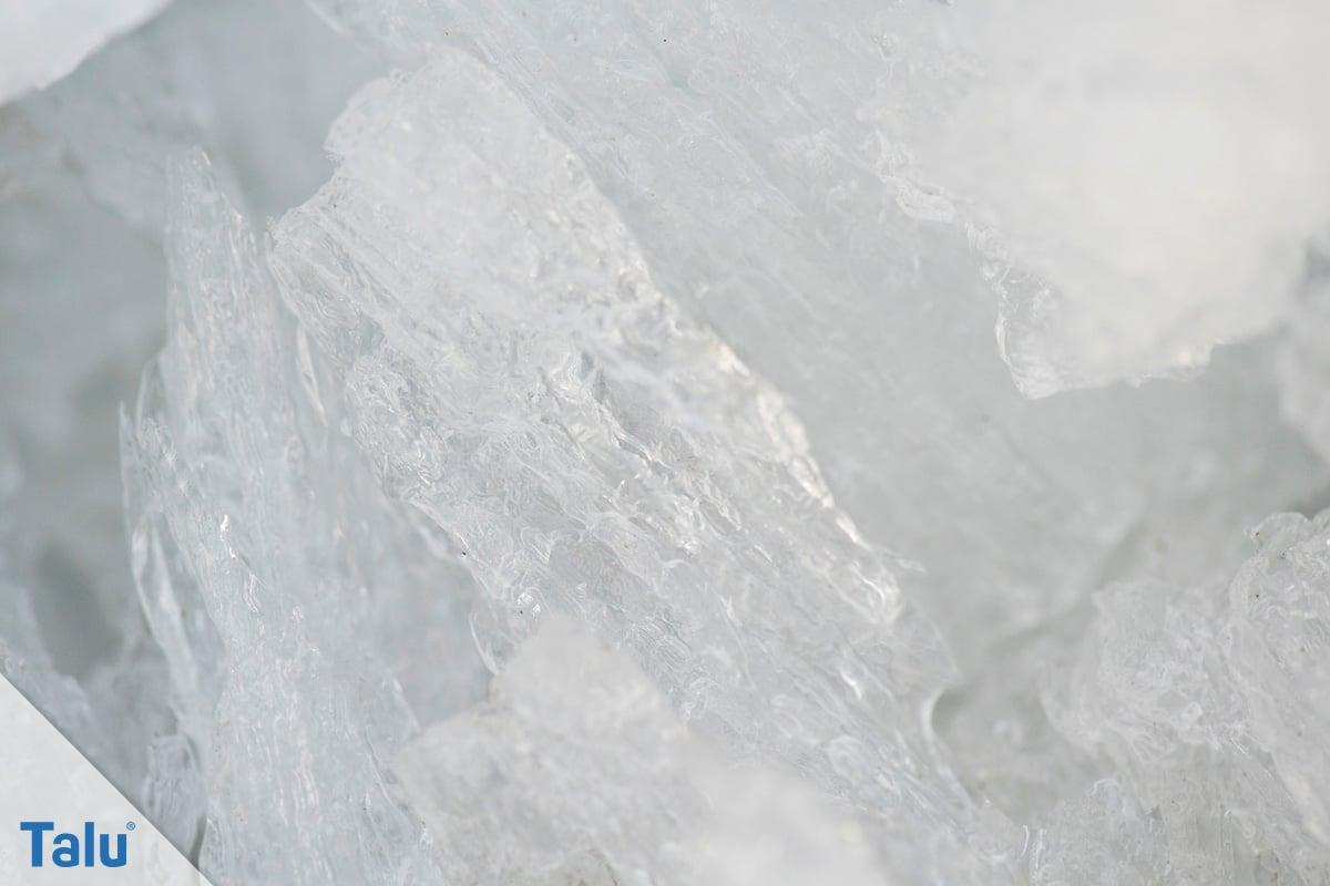 Eis im Gefrierschrank