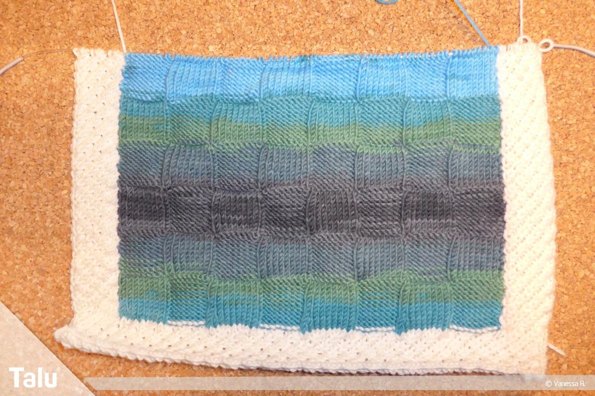 Kissenhülle stricken, im Muster weiter stricken