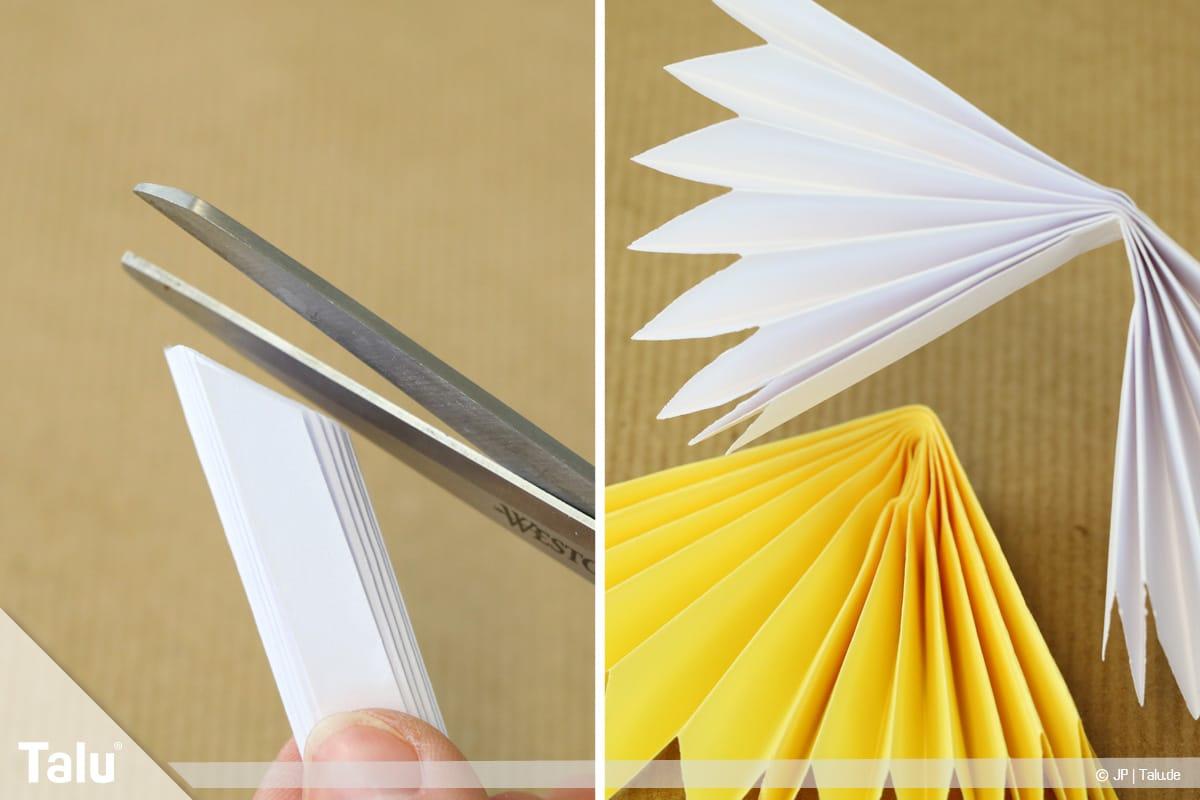 Papierengel basteln, Variante 2, weißen Papierfächer seitlich schräg schneiden