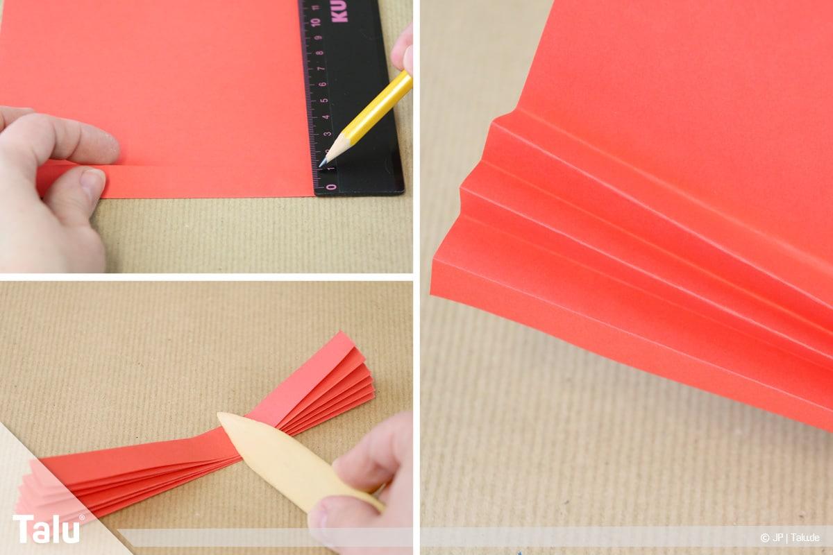 Papierengel basteln, Variante 1, Papier fächerförmig falten