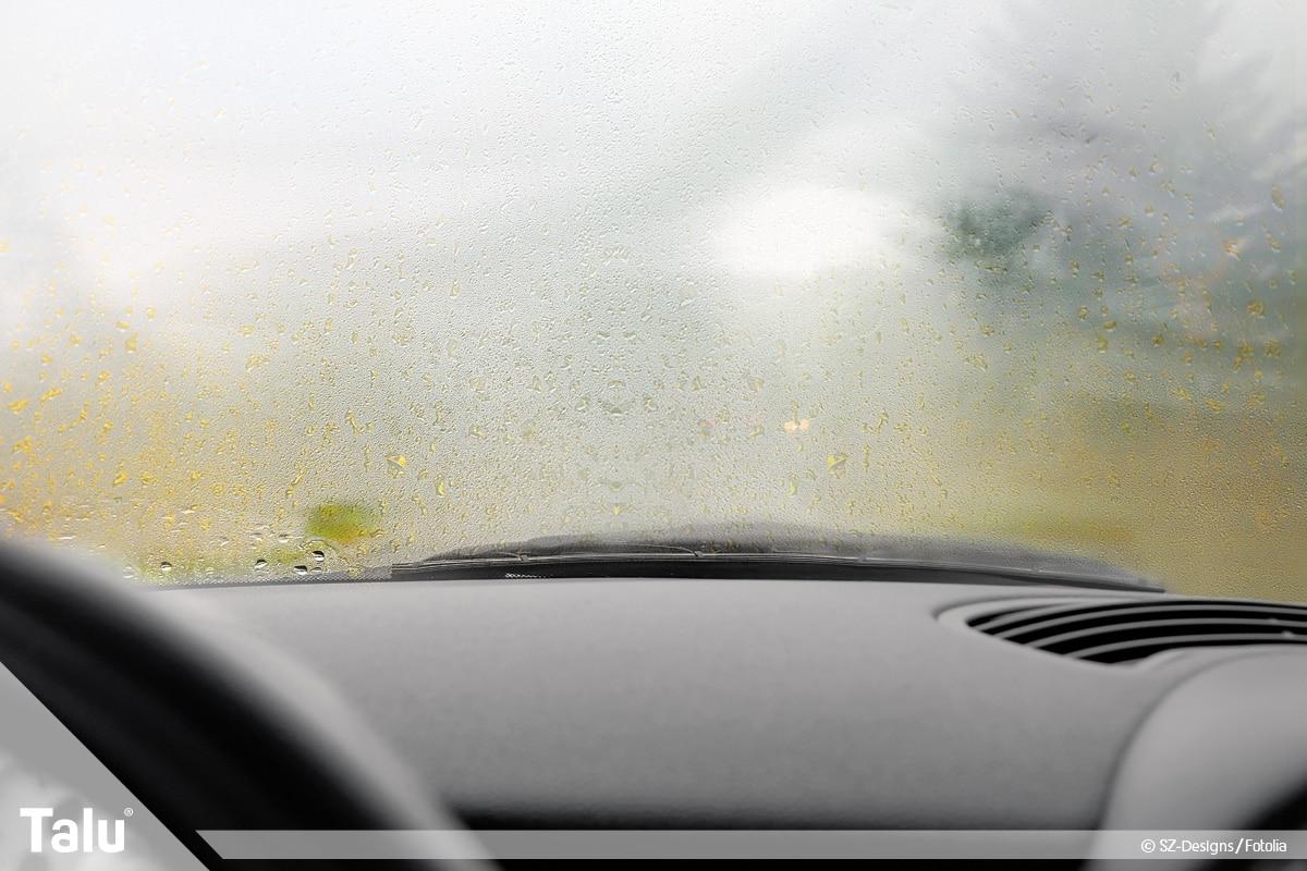 Scheibe im Auto innen beschlagen, schlechte Sicht