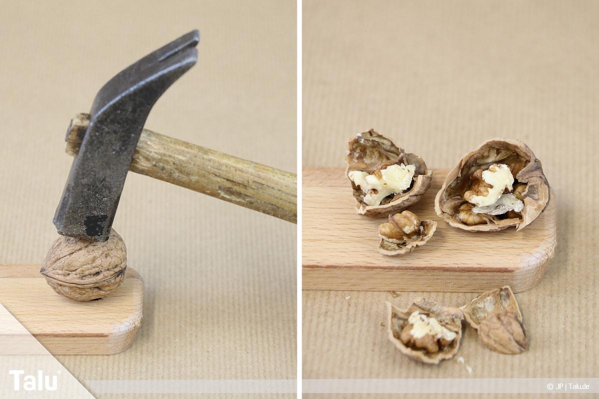 Walnüsse knacken in zwei Hälften, Hammer als Werkzeug verwenden