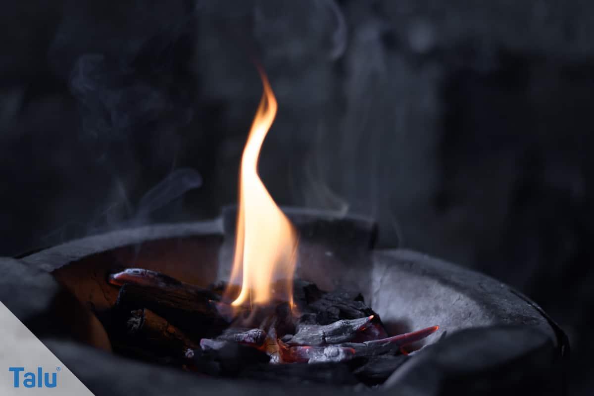Gemauerten Grill selber bauen, offene Feuerflamme