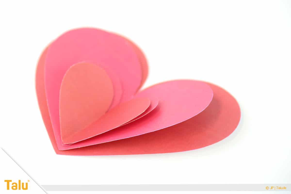 Herz basteln, 3D Herz, fertiges Herz aus vielen kleinen Herzen