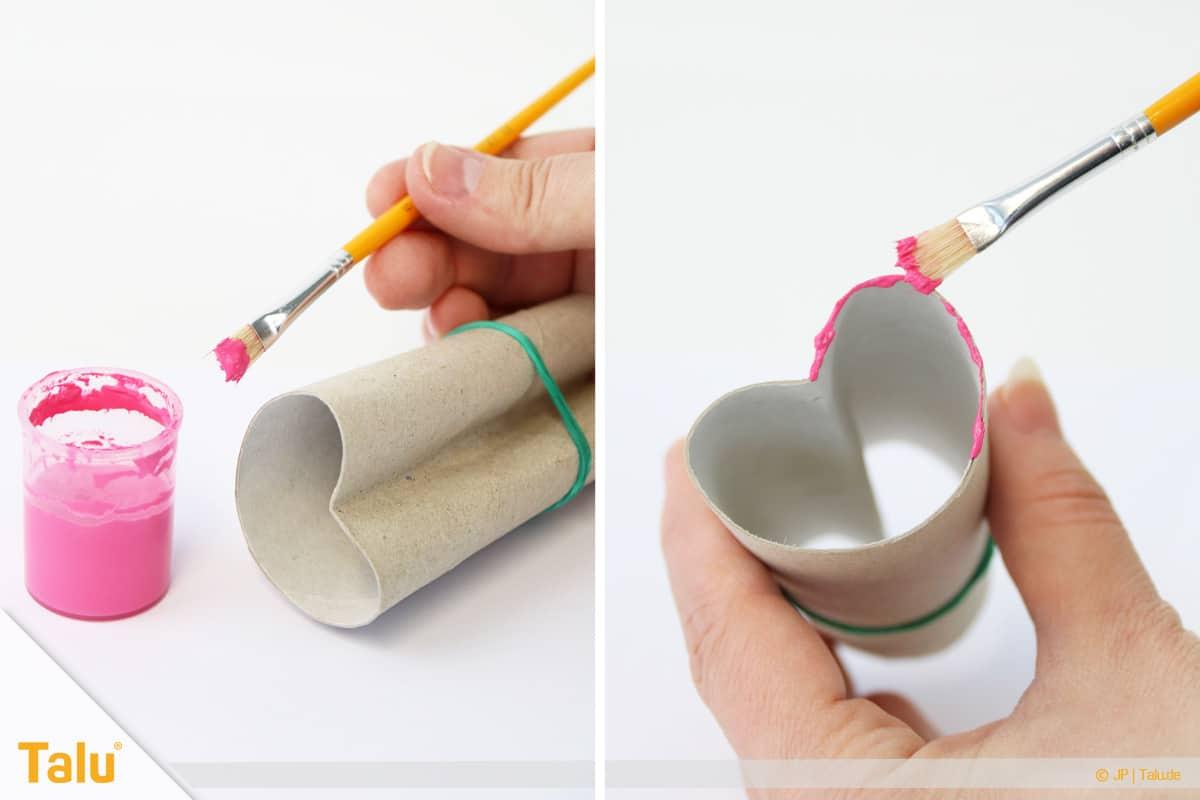Herz basteln, Herzstempel aus Papprolle, Farbe auftragen