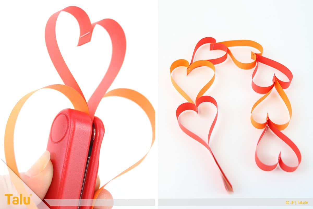 Herz basteln, Herz Tonpapierstreifen, weitere Herzgirlande