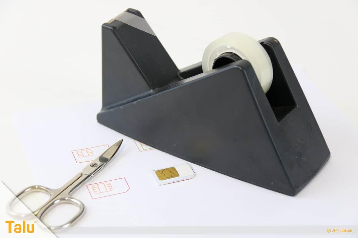 Nano/Micro SIM-Karte zuschneiden, Schablone mit Tesaband an SIM-Karte fixieren