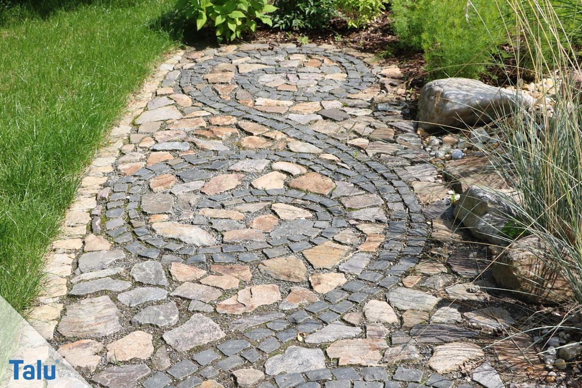 Pflaster verlegen, Gartenweg aus Pflastersteinen