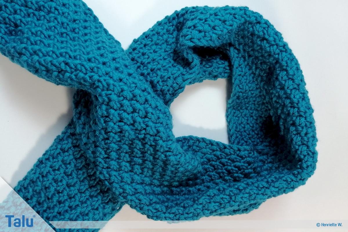Schlauchschal stricken, gestrickter Schal vor dem Zusammennähen