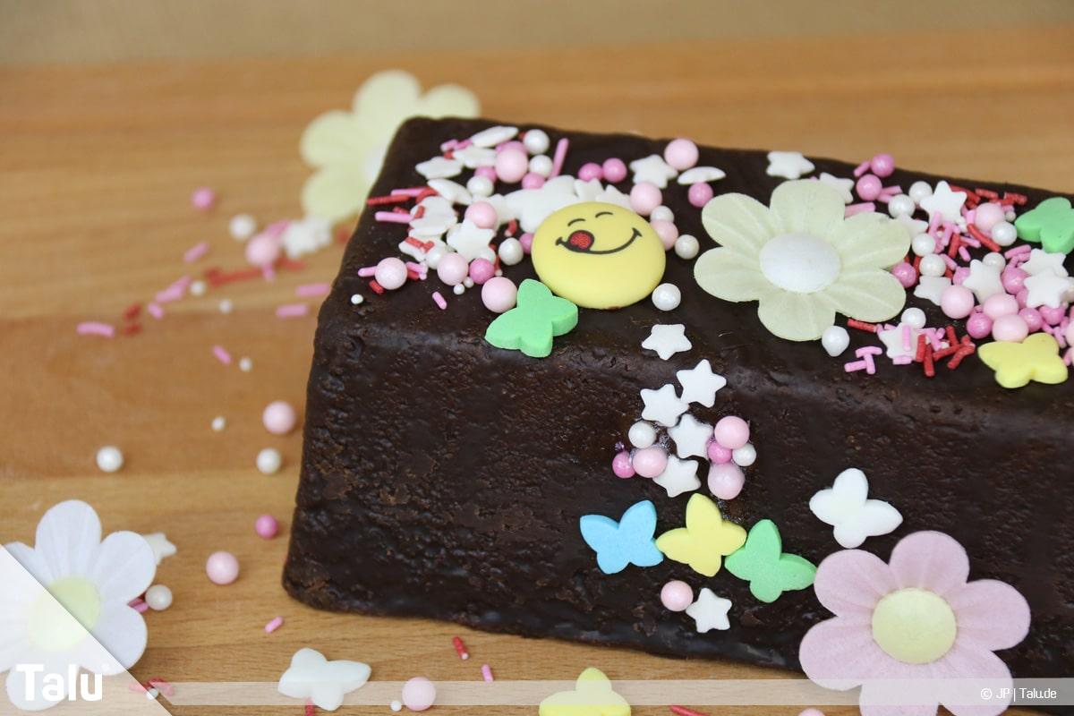 Essbaren Kleber selber machen, dekorierter Kuchen