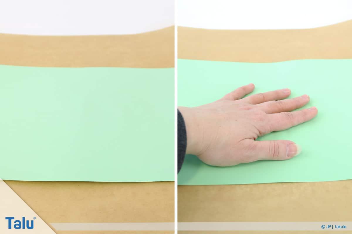 Malen mit Rasierschaum, Papier auf Schaum, Papier leicht andrücken