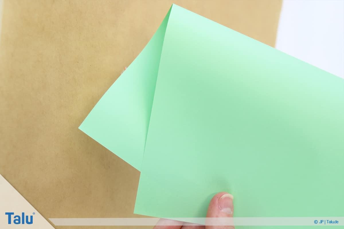 Malen mit Rasierschaum, Papier auf Schaum, Papier kommt zum Einsatz