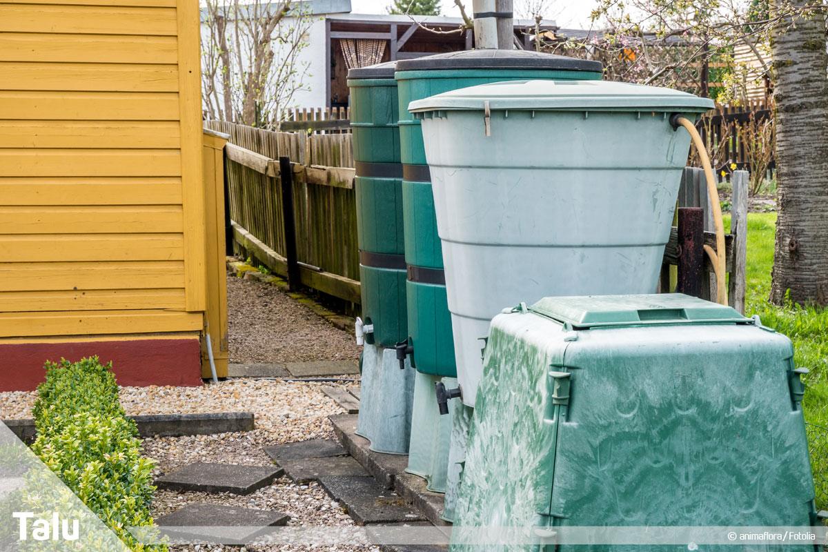 Regenwasser für Toilette und Waschmaschine benutzen, Regentonnen im Garten