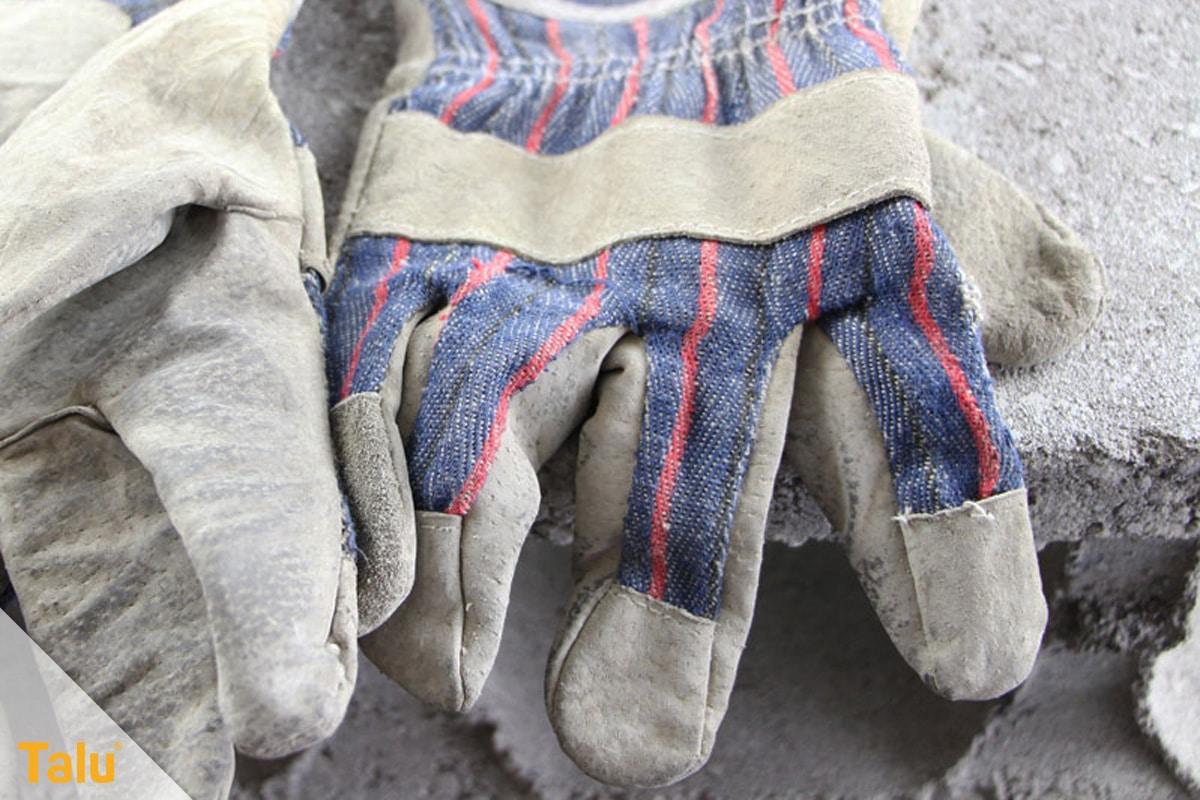 Ameisen im Hochbeet loswerden, Handschuhe verwenden