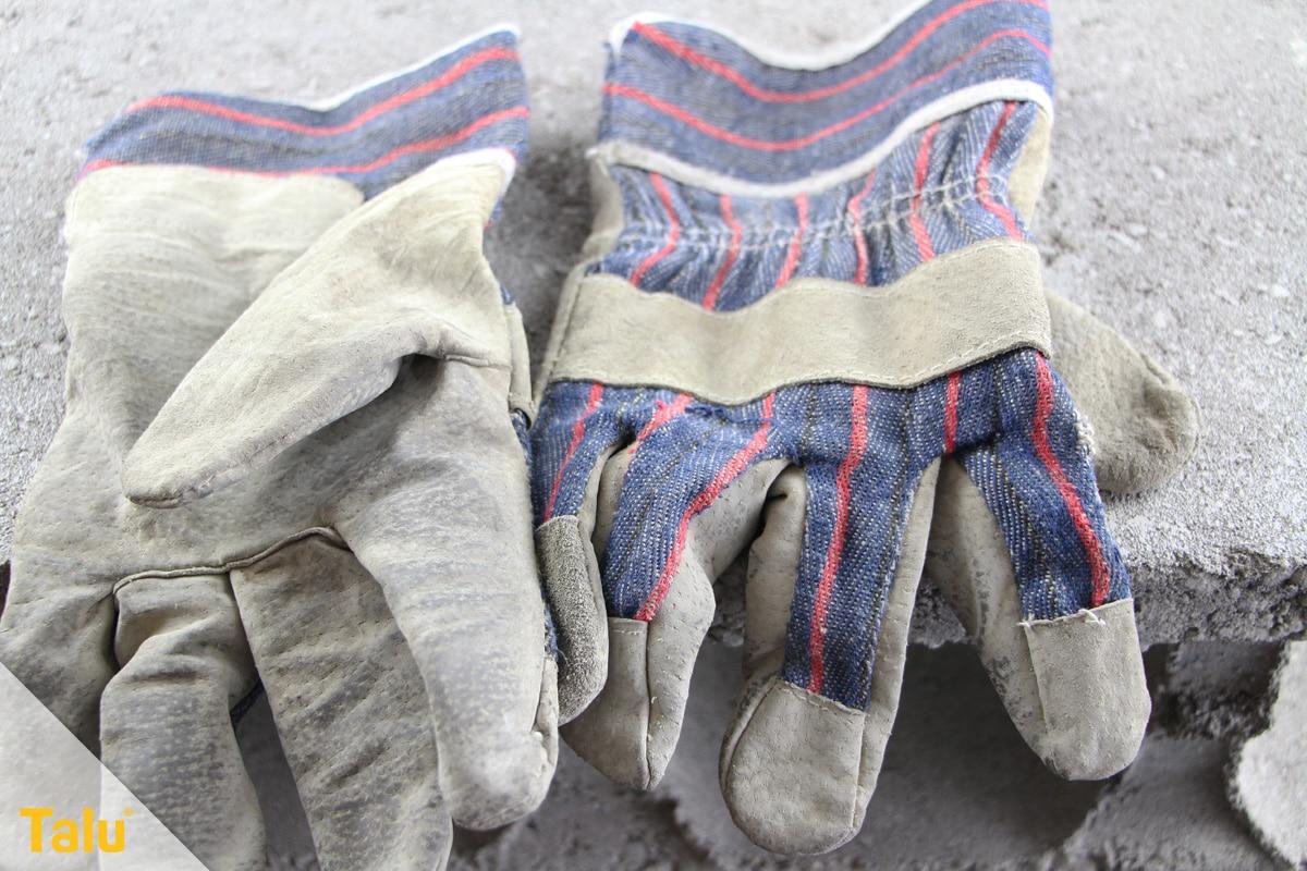 Bärlauch blühend ernten, Handschuhe