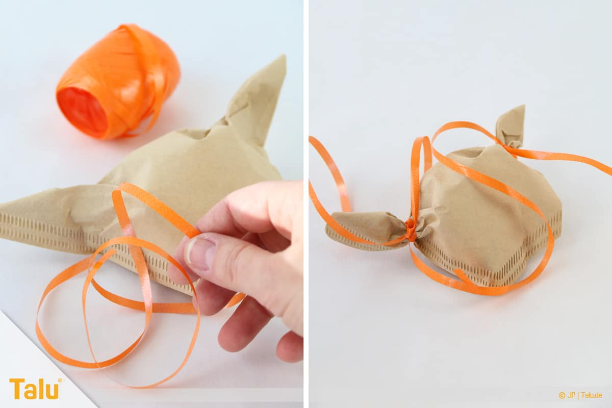 Oster basteln, Osterhase aus Filtertüte, Geschenkband verwenden