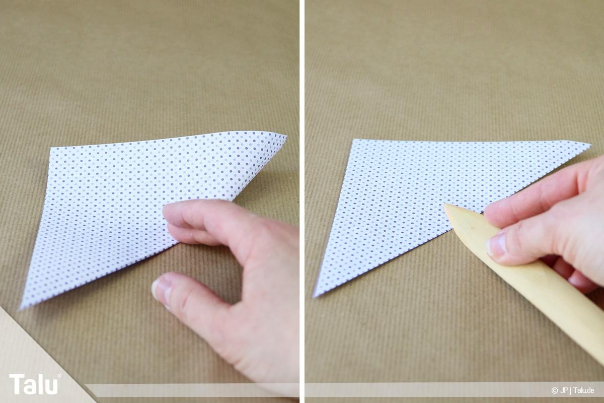 Osterhase basteln, Variante Osterhase sitzend, Papier zum Dreieck falten