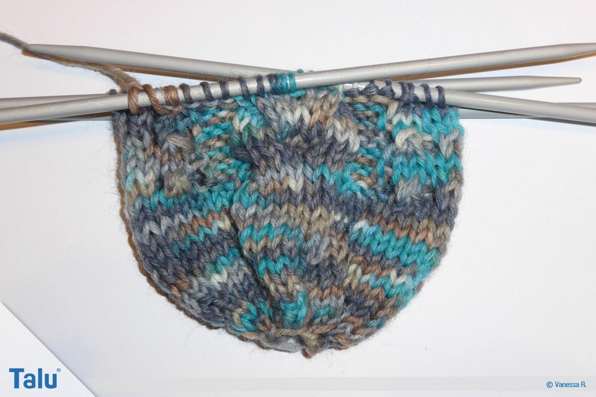 Socken mit Muster stricken, Überkreuzen von Maschen