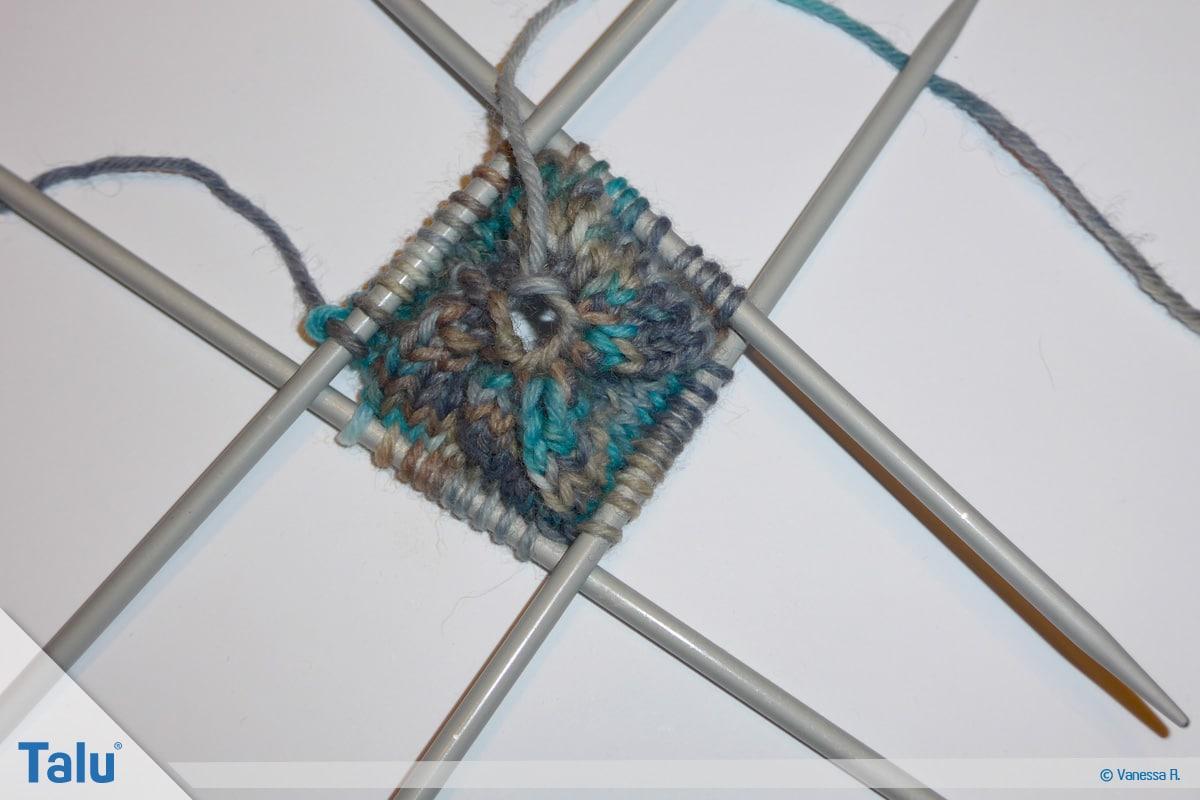Socken mit Muster stricken, weitere Maschen zunehmen