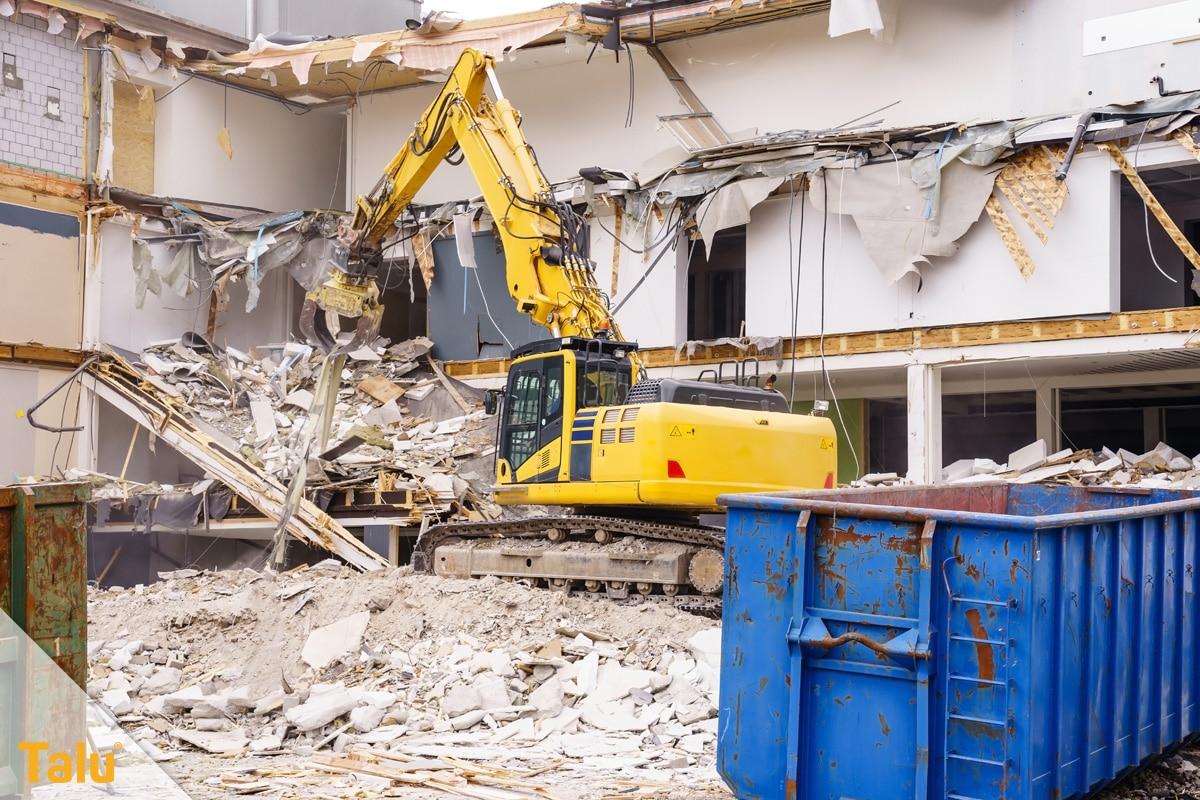 Abbruchkosten pro m³ umbauter Raum, Bagger beim Hausabbruch
