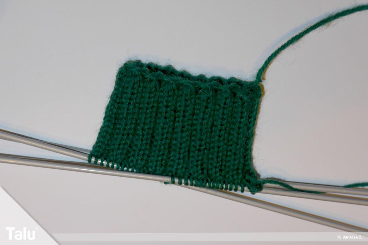 Gestrickte Socken, Norwegermuster, Bündchen stricken