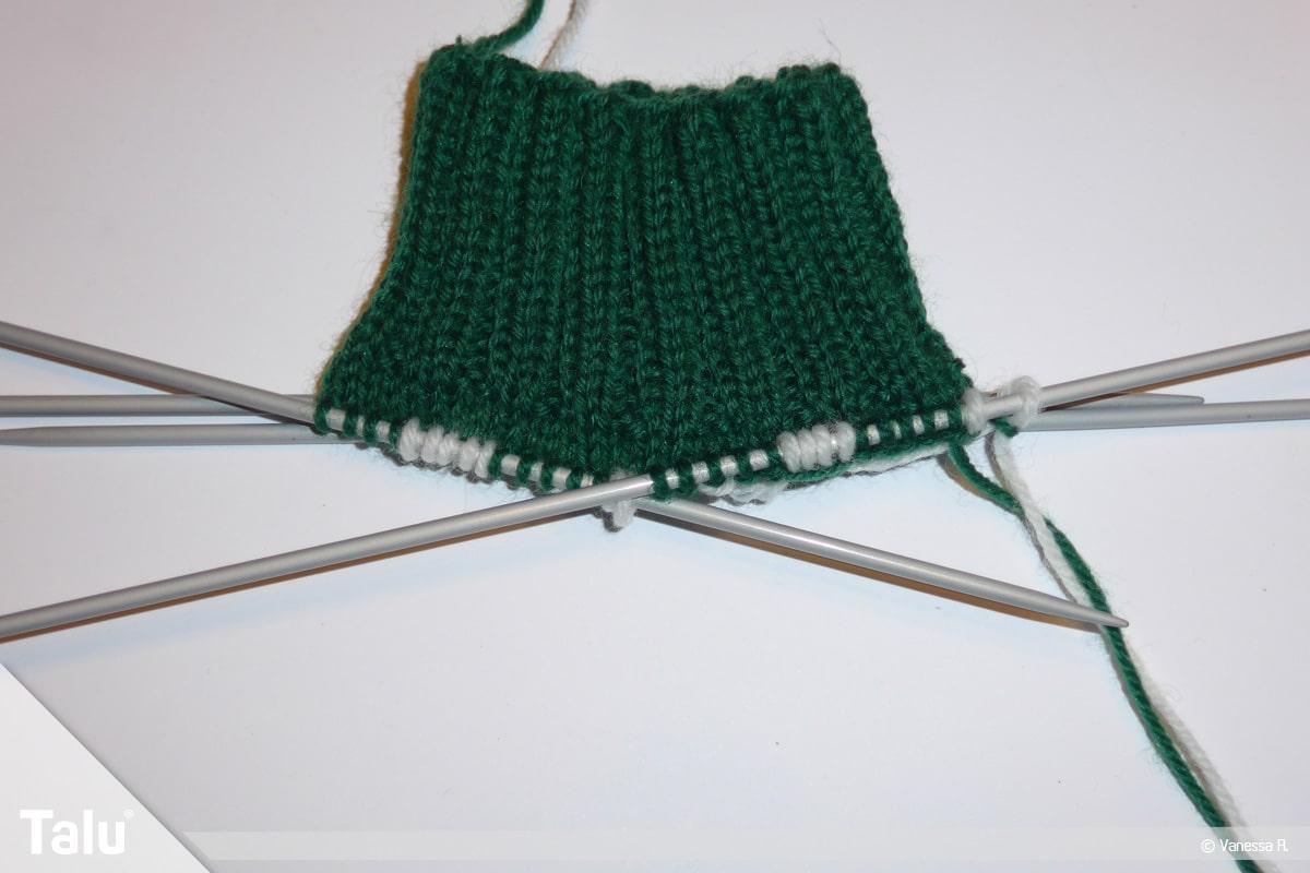 Gestrickte Socken, Norwegermuster, Kontrastfarbe einsetzen