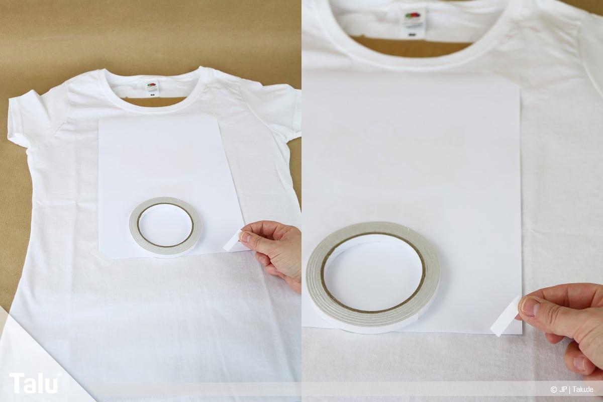T-Shirt selbst bedrucken, mit Lavendelöl, Motiv mit Klebeband befestigen
