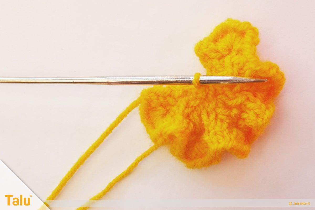 Wollreste verstricken, Blume stricken, nach sechs Reihen