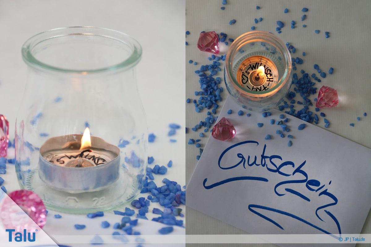 Geldgeschenke und Gutscheine originell verpacken, Teelicht mit Beschriftung unter flüssigem Wachs