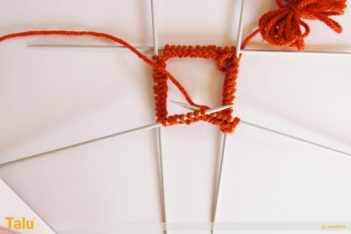 im Kreis stricken, in Runden stricken, Runden mit Nadelspiel stricken