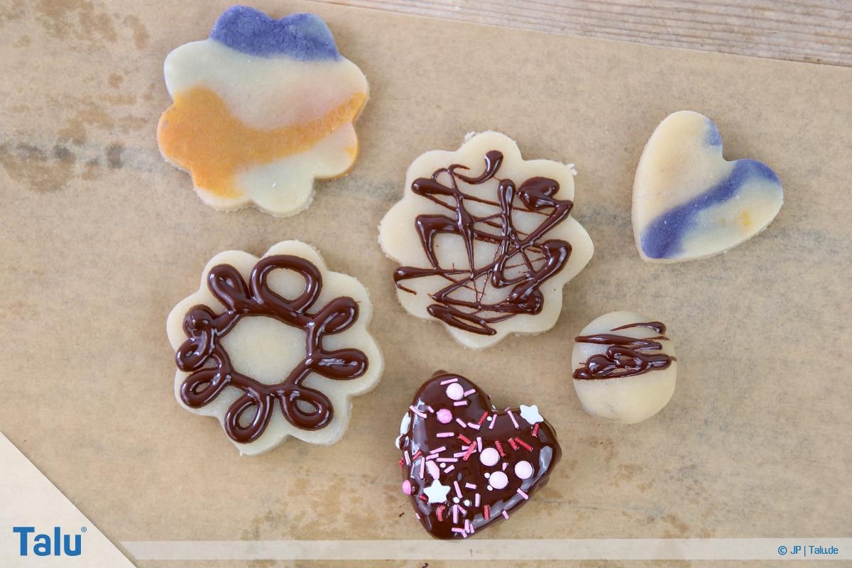 Marzipan färben, Variante mit Schokolade, fertige Marzipan-Färben-Werke
