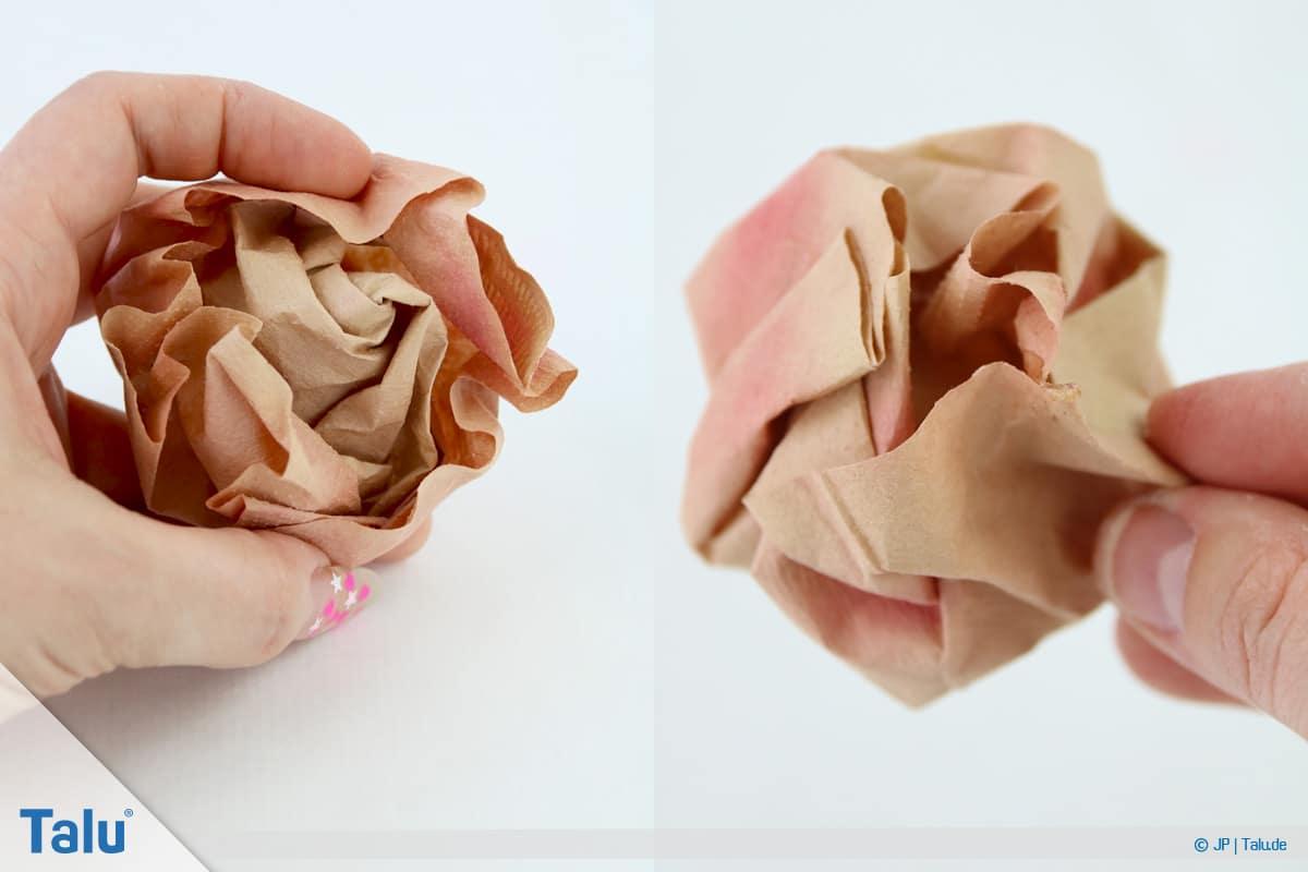 Papierrosen basteln, Anleitung, Papierrosen aus Filtertüten, Rückseite der Filtertüten-Rose