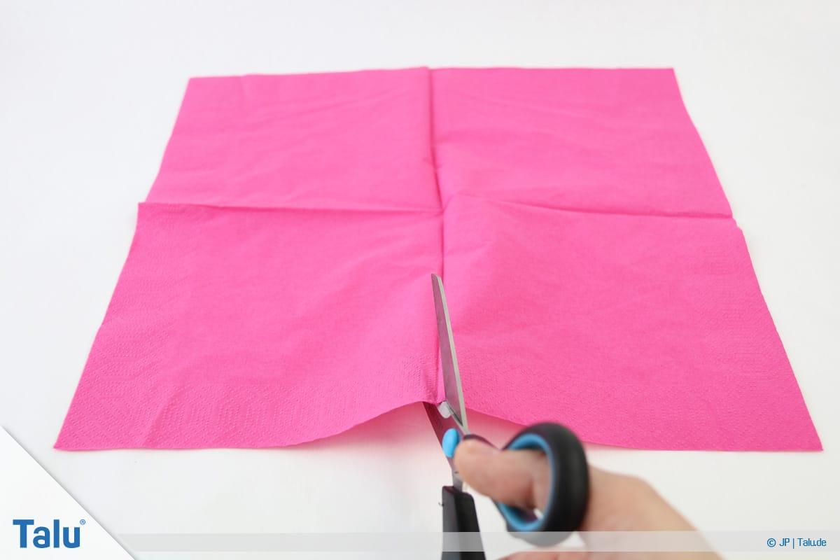 Papierrosen basteln, Anleitung, Papierrosen aus Servietten, Serviette auseinanderschneiden