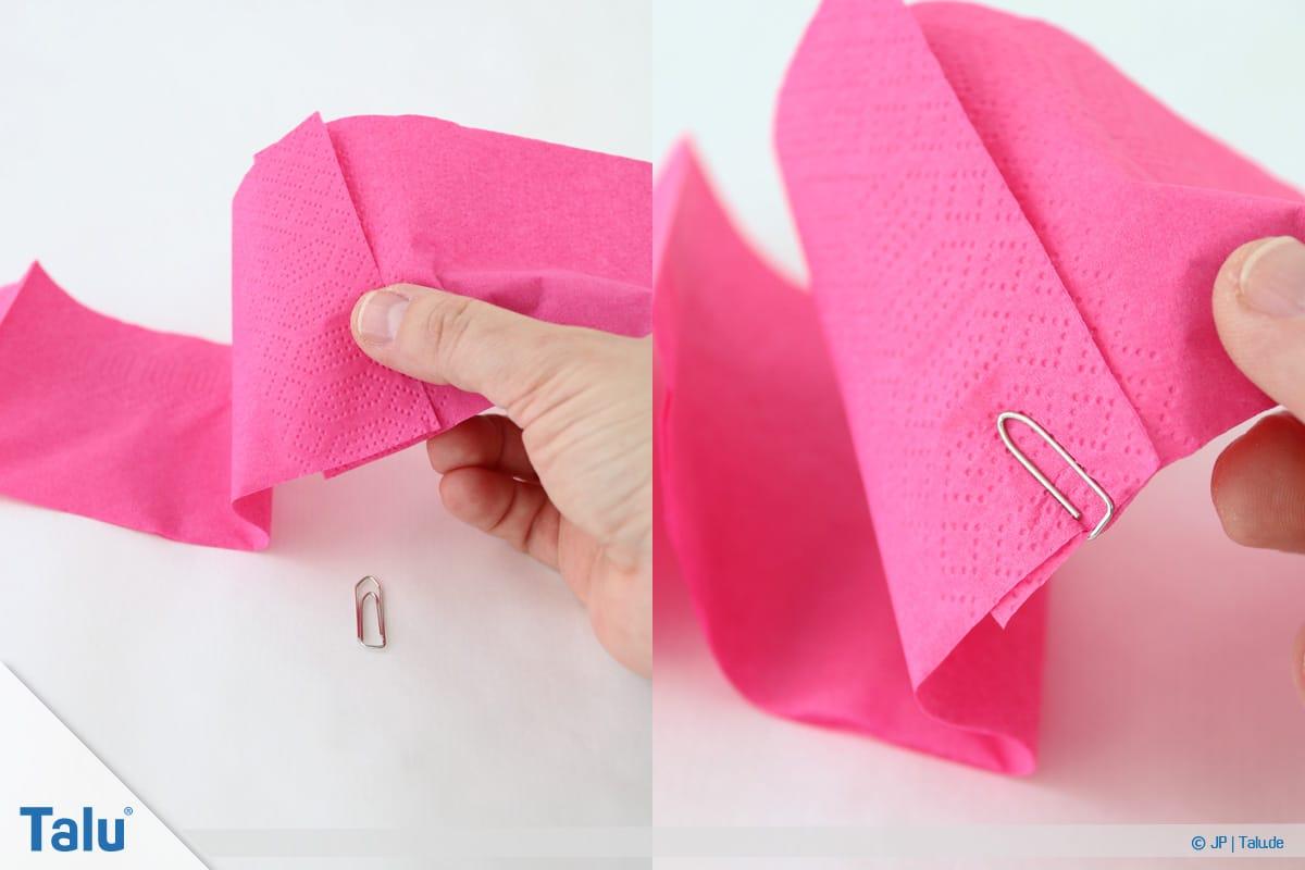 Papierrosen basteln, Anleitung, Papierrosen aus Servietten, Serviettenstreifen mit Büroklammer fixieren