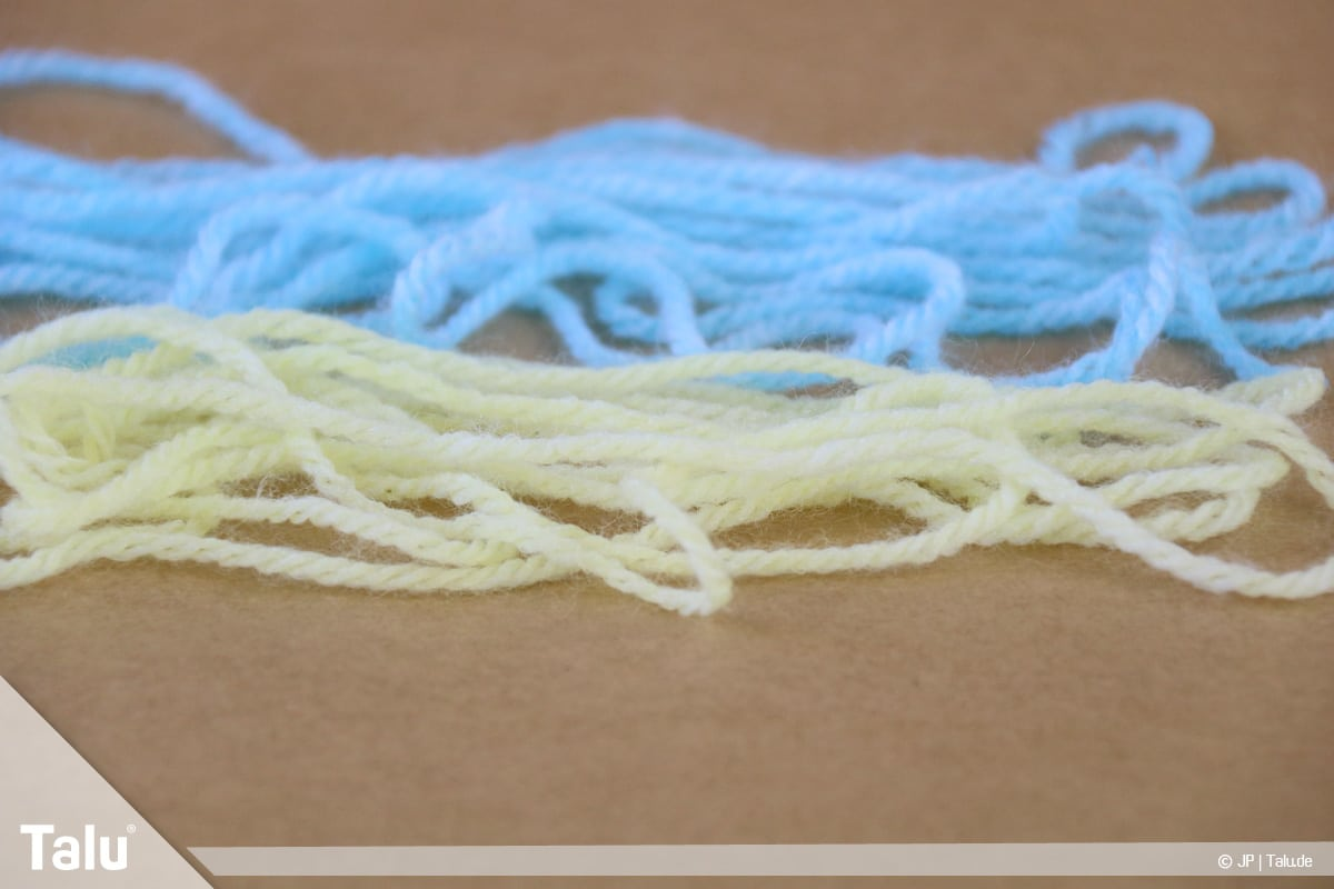 Wolle selber färben, Lebensmittelfarbe, mit Lebensmittelfarbe gefärbte Wolle