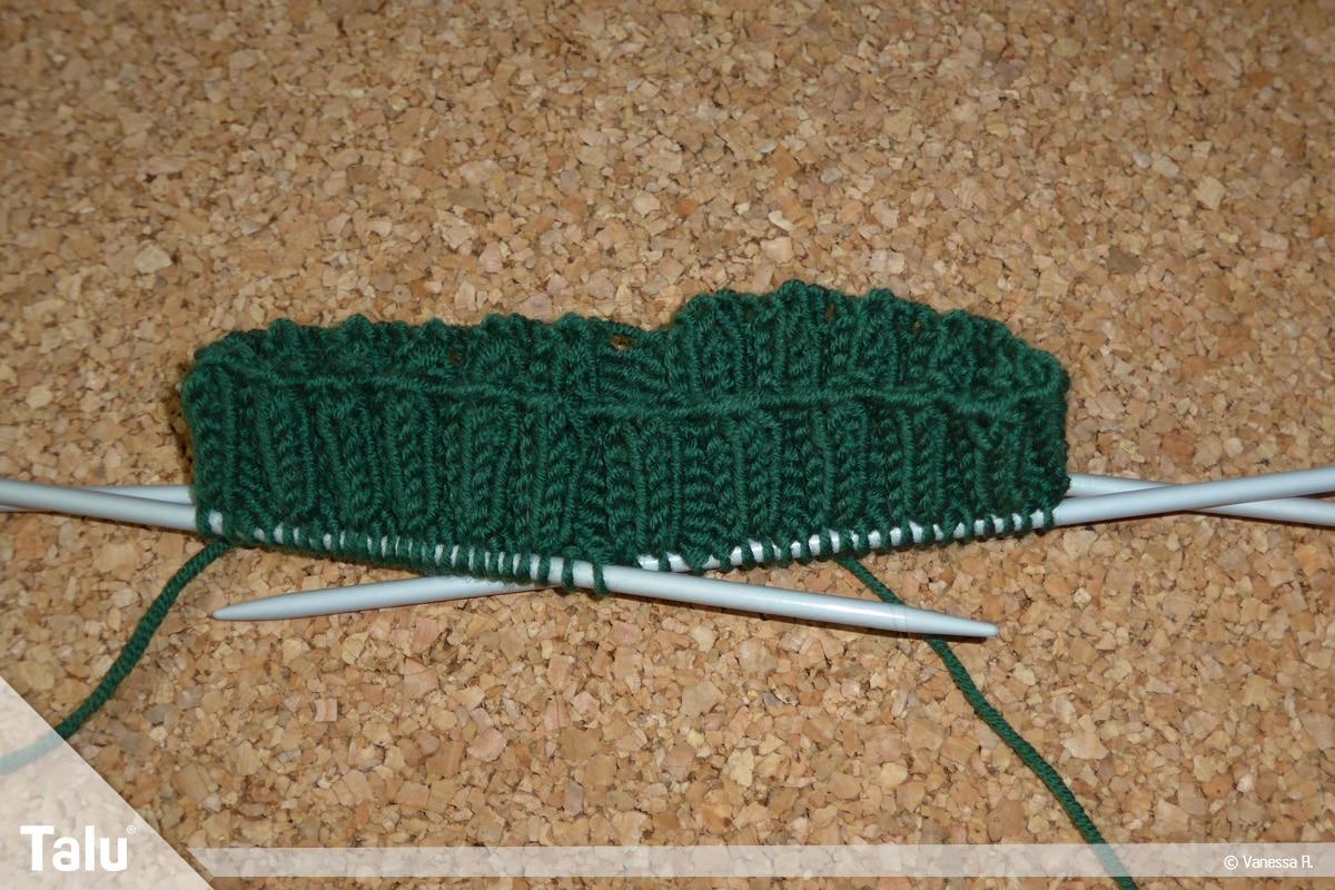 Raglan von oben stricken, Bündchenmuster einige Zentimeter hoch stricken