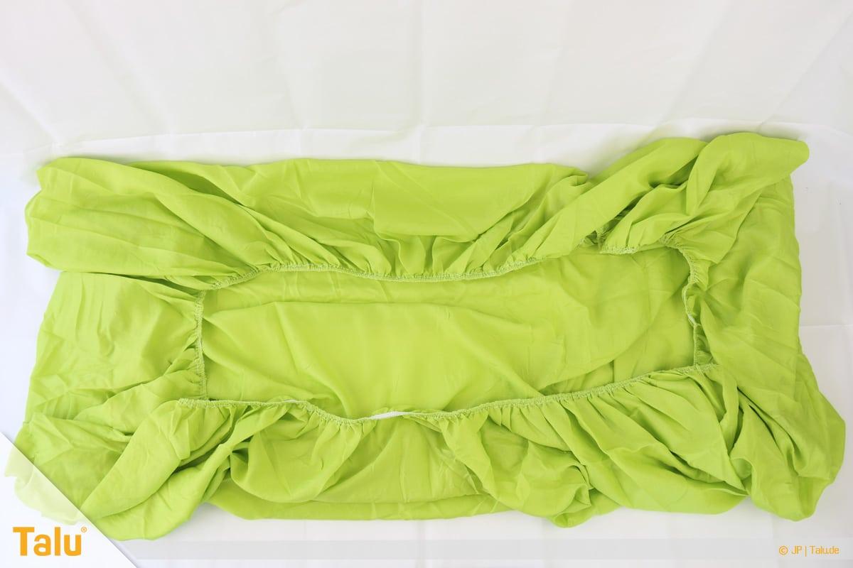 Spannbettlaken zusammenlegen in nur 20 Sekunden, Spannbettlaken ausbreiten